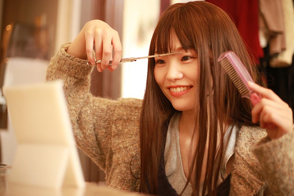 カット 散髪 セルフ 英国人気美容師が伝授、自宅でセルフカットするコツ7選